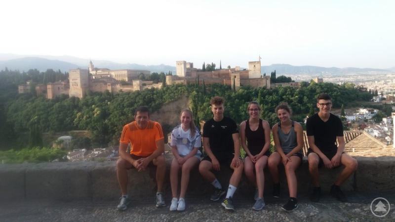 Sport, Geschichte und Kultur verbanden sich bei der morgendlichen Joggingrunde einiger Elfklässler rund um die Alhambra.