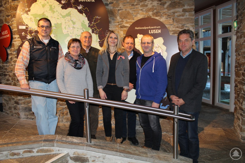 Nationalparkleiter Franz Leibl (von rechts) bedankte sich bei Horst Burghardt, Eduard Kalhammer, Tina Pinker, Oskar Stamm und Ingeborg Dorner zusammen mit Personalratsvorsitzendem Hans Höcker für das jahrzehntelange Engagement für den Nationalpark Bayerischer Wald.